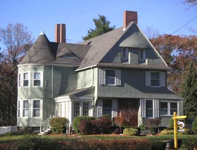Shingle style house