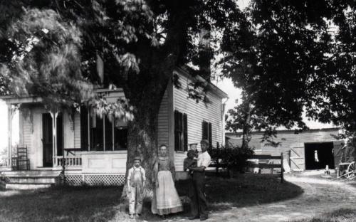John Lovejoy Noyes, wife Annie E. Dufton, son John Dufton b. 1899 dau. Mary Louise b. 1903