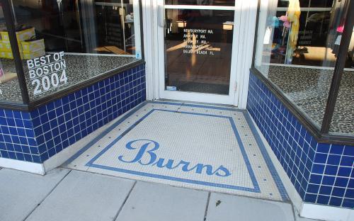 2009 front door apron of former Burns store 1917