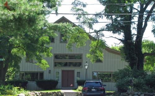 271 Highland Rd-barn
