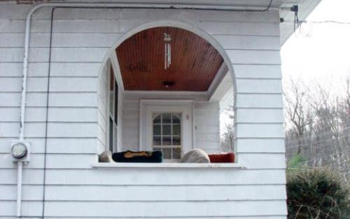 Jan. 2005 - front porch detail