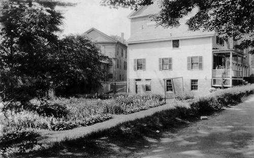 Circa 1930 - Jenkins Cottage and Smith & Manning bld on left.