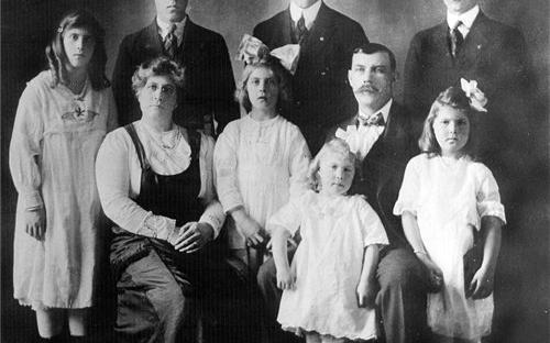 Fredrickson Family photo 1920