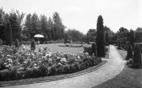 Greencourt rear formal garden circa 1940