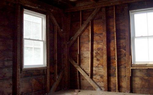 NW bedroom corner framing