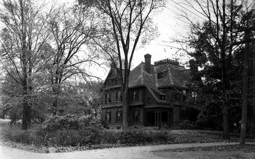 Tucker house on original site croner of Main & Phillips Streets