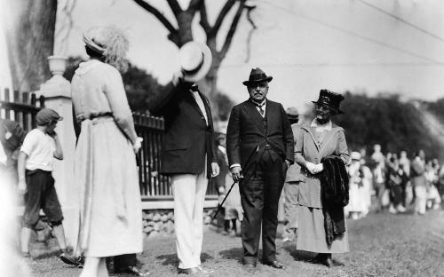 William M. Wood & wife Ellen greeted at the Bowling Green Aug. 10, 1921