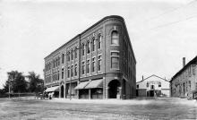 Post Office Ave and new Musgrove Building 1895